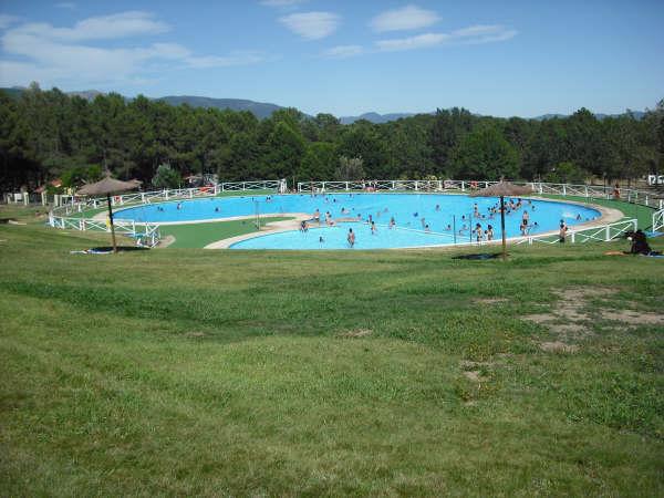 Cursillos de nataci n en la piscina fuente helecha for Piscina municipal avila